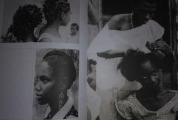 """""""Qual o pente que te penteia?"""" Mostra fotográfica retrata a beleza e a força dos penteados afros"""