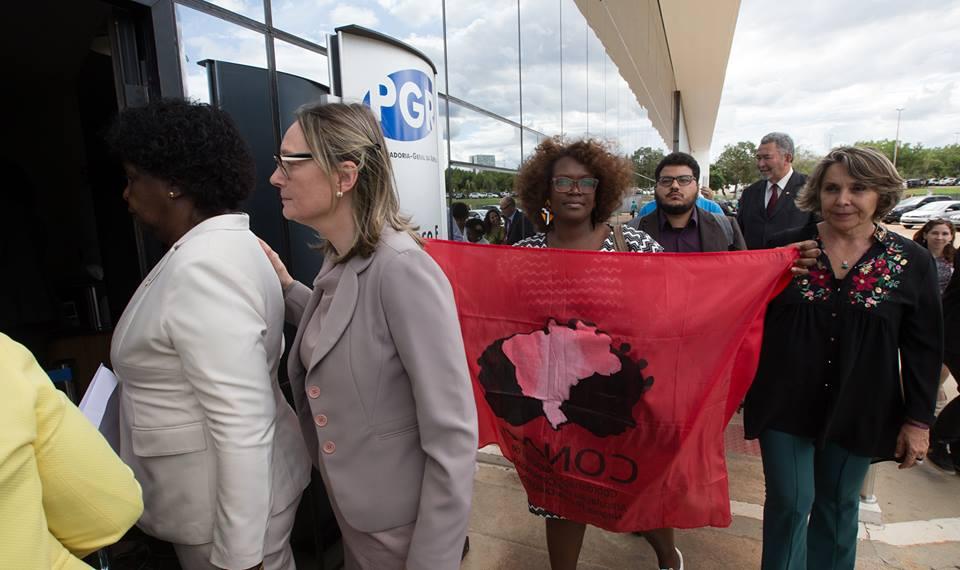 Bolsonaro é processado por quilombolas de todo o país pelo crime de racismo