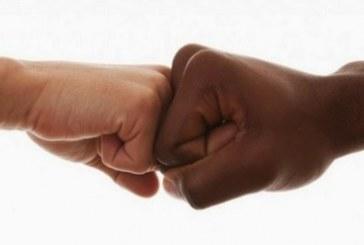 Secretário é acusado de cometer injúria racial contra servidora durante reunião com vereadores