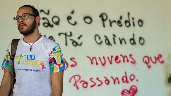 Os jovens que vivem com a desconfiança de terem sido infectados de propósito com HIV