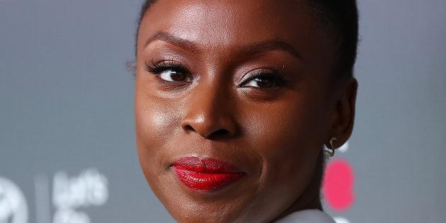 Esta é a 'ferramenta feminista' de Chimamanda Ngozi Adichie para identificar situações machistas