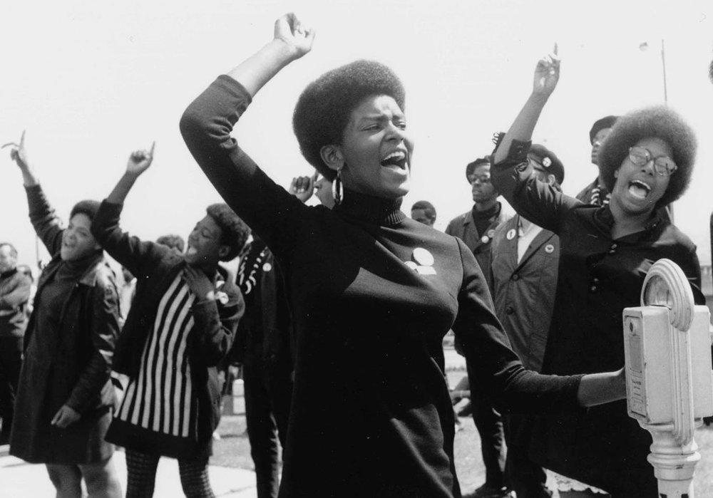 Se perdeu na tradução? Feminismo negro, interseccionalidade e política emancipatória