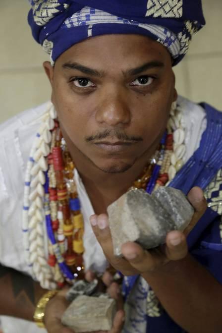 Um Rio de ódio: terreiro de candomblé é atacado com pedras, ovos e legumes podres