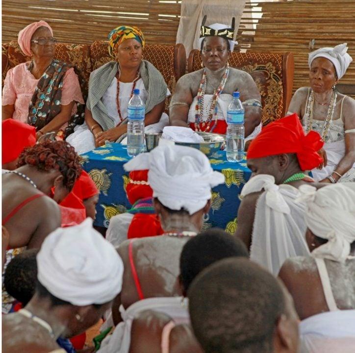 """""""Merê"""", filme de Urânia Munzanzu, une religiosas da Bahia e Benin em torno da tradição Jeje Mahi!"""