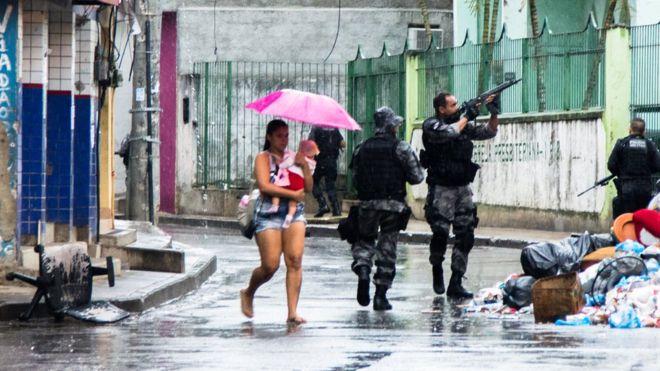 'Essa guerra não é nossa, mas nós morremos por conta dela': os jovens de favelas que querem ter voz na política de drogas