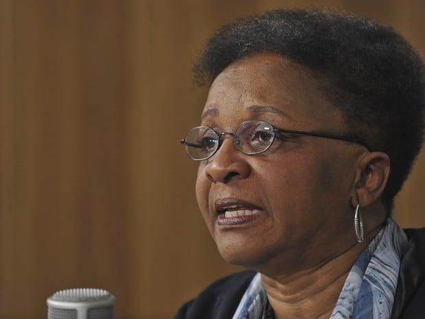 Reforma tem que discutir baixa presença de negros no Parlamento, diz ministra Luiza Bairros
