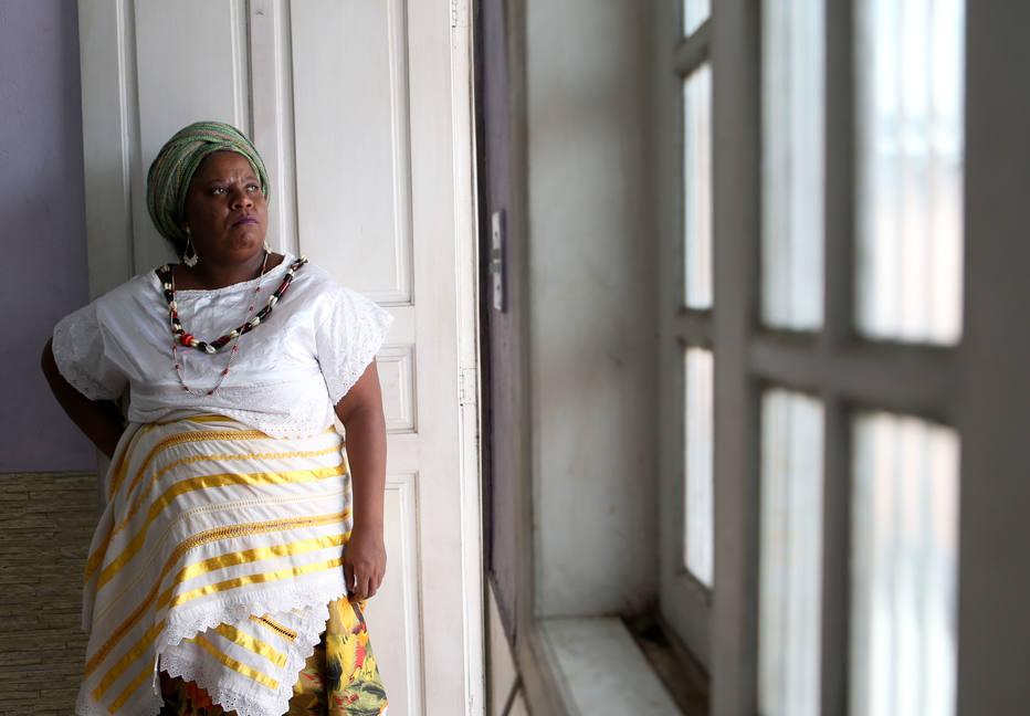 WJINTOLERANCIA3 - RIO DE JANEIRO - RJ - 09/11/2017 - INTOLERÂNCIA RELIGIOSA/RIO DE JANEIRO ESPECIAL DOMINICAL PARA CIDADES OE - Os episódios de intolerância religiosa se tornam cada vez mais frequentes no Rio de Janeiro. A ialorixá Vivian Tybara, de 40 anos (Foto), conta como o seu terreiro, em Seropédica, foi destruído. FOTO: WILTON JUNIOR/ESTADAO