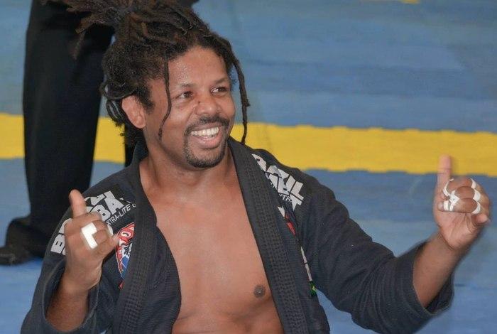 Filho do babalawo Ivanir dos Santos acusa PMs de agressão