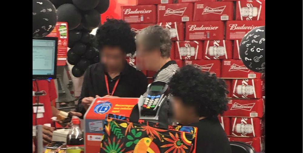 Unidade do Extra usa black face na Black Friday, é denunciada e pede desculpas