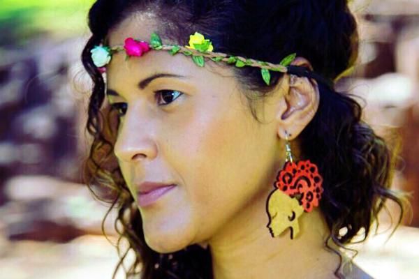 A Hortolandense Caroline F. Jango escreve livro sobre racismo