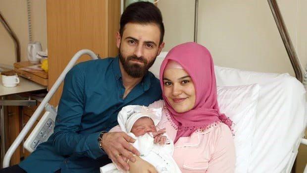 Primeira bebé do ano em Viena é alvo de ataques xenófobos