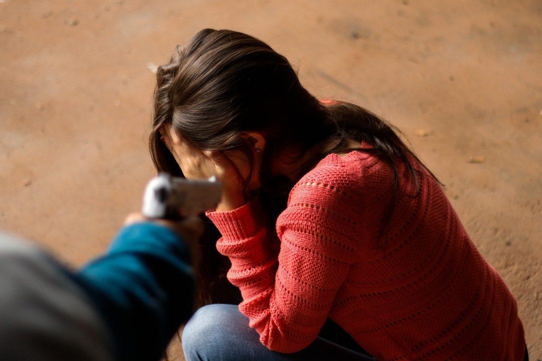 Pelo menos sete casos de violência contra mulher são registrados este domingo