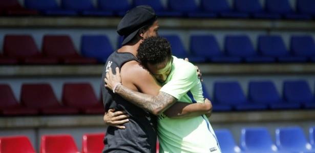 Você deixou um legado, diz Neymar a Ronaldinho; veja homenagens