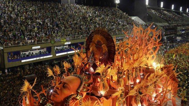 O imponente abre-alas do Salgueiro Foto: Leo Correa/AP / STR