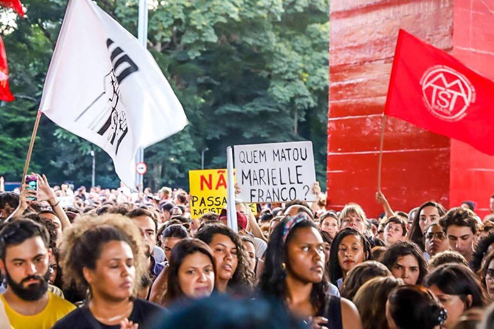 Milhares tomam a Paulista para honrar a memória de Marielle Franco