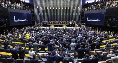 Deputados aprovam projeto com perda do poder familiar em caso de feminicídio