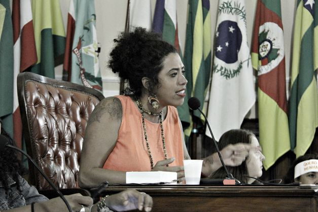 Vereadora de Niterói, amiga de Marielle denuncia ameaças