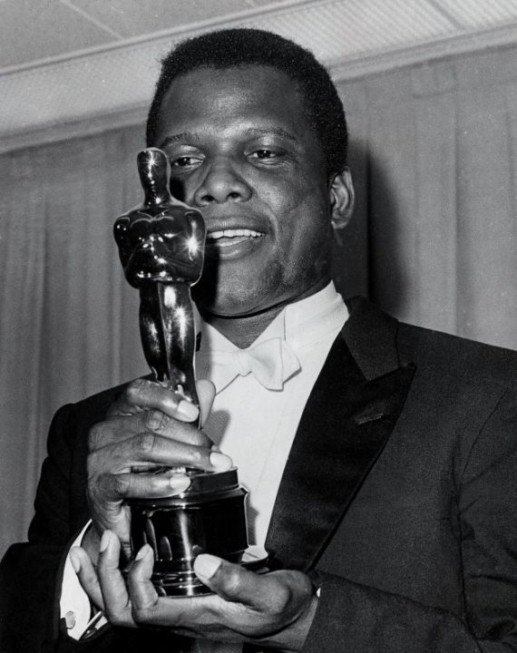 Publicity still of Academy Award winning actor Sidney Poitier holding the Oscar for his role in 'Lilies of the Field,' 1964. (Photo by John D. Kisch/Separate Cinema Archive/Getty Images)