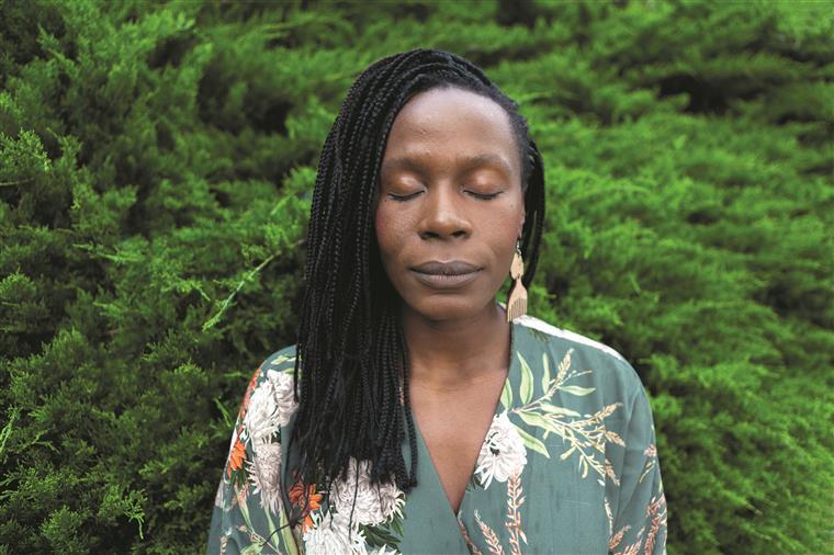 """Isabél Zuaa. """"Ser mulher, ser preta e ser artista é como se estivesse no final da cadeia alimentar"""""""