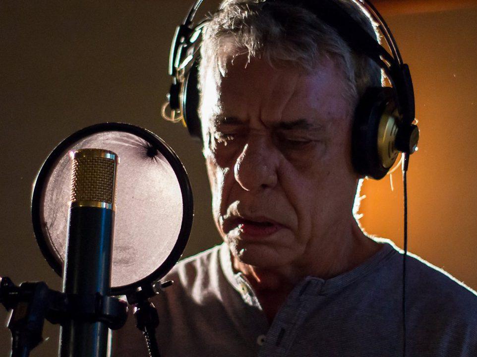 Chico Buarque é uma das vozes de 'Manifestação', música que defende os direitos humanos