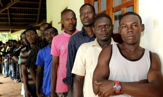 Haitianos relatam rotina de humilhações e preconceito no Brasil