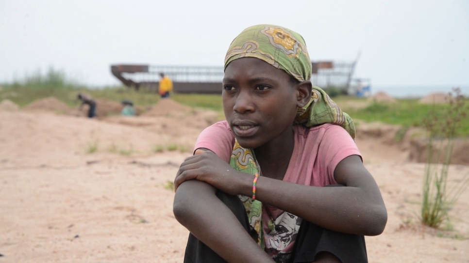 Crianças congolesas viram mão de obra barata em meio a crise de deslocamento forçado, diz ONU
