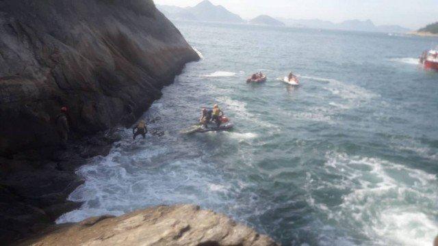 Sete corpos são achados em pedras no mar da Praia Vermelha, e parentes dizem ser de traficantes executados pela PM