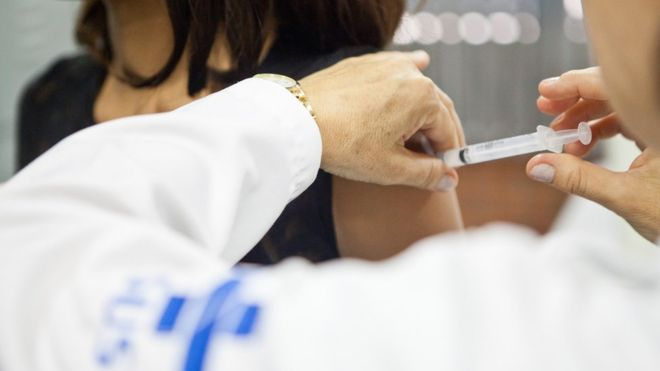 HPV: por que vacinação de adolescentes contra vírus de transmissão sexual que causa câncer não avança no Brasil