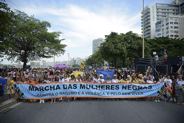Marcha das Mulheres Negras reúne milhares de pessoas no Rio