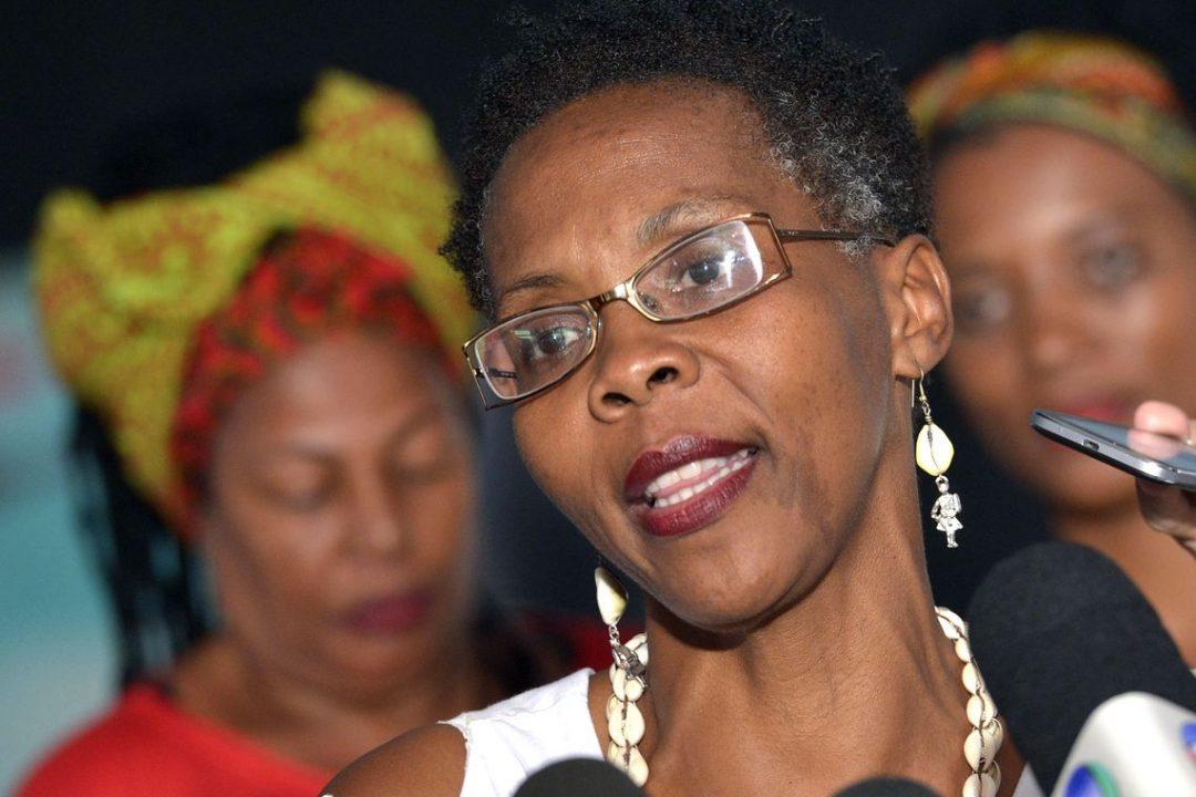 Brasília - A militante do Movimento Negro, e representante da Marcha das Mulheres Negras, Yêda Leal, fala à imprensa após encontro com a presidenta Dilma Rousseff, no Palácio do Planalto (Valter Campanato/Agência Brasil)