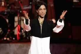 Direitos de 35 discos de Prince são negociados por herdeiros com a Sony