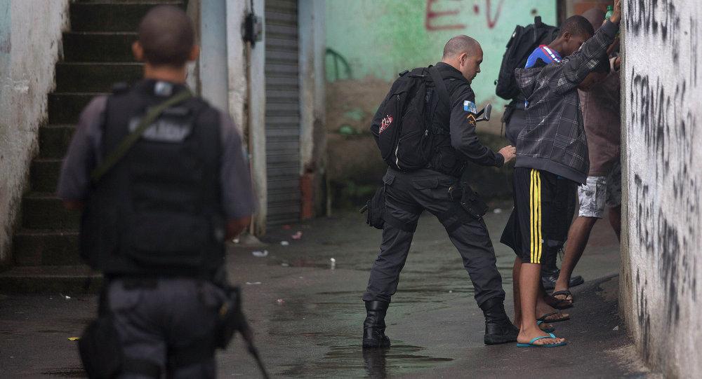 Estudo aponta racismo e violência contra minorias em ações das polícias do Brasil e EUA