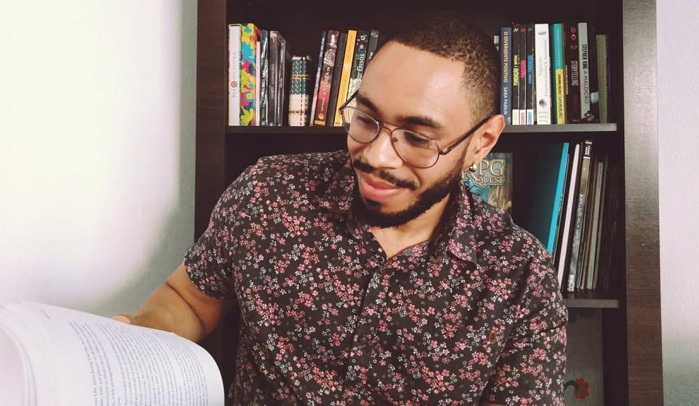 Escritor usa web para contar histórias da cultura negra em Guaratinguetá, SP