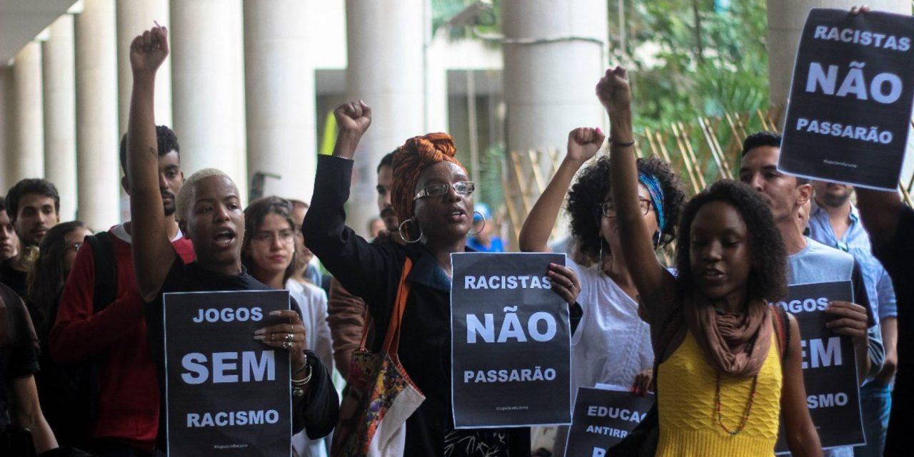 Manifestação na PUC-Rio contra o racismo nos jogos jurídicos. JULIANA DO NASCIMENTO COLETIVO NUVEM NEGRA