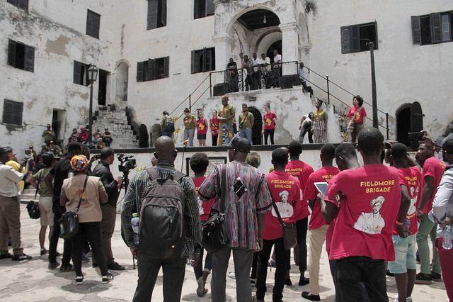 Militantes relembram escravidão no maior ponto de tráfico de pessoas na África