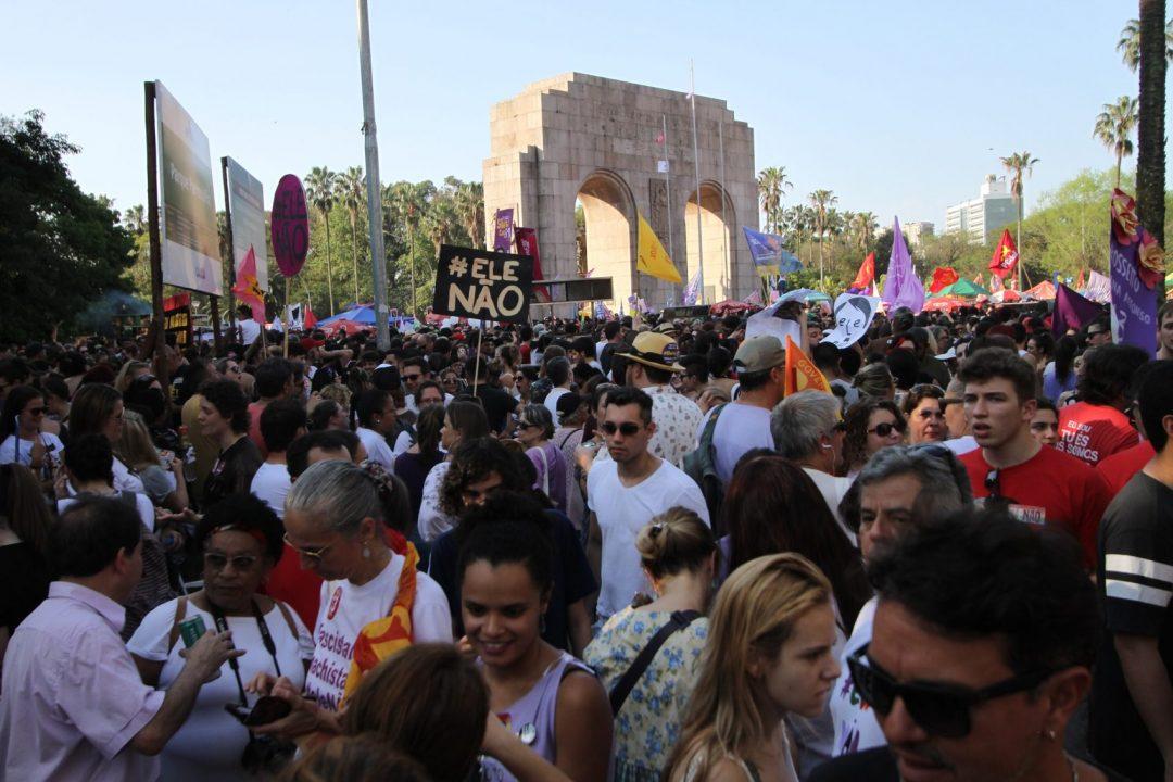 Concentração começou às 14h. Em menos de uma hora, parque foi tomado por mais de 50 mil pessoas Foto: Igor Sperotto