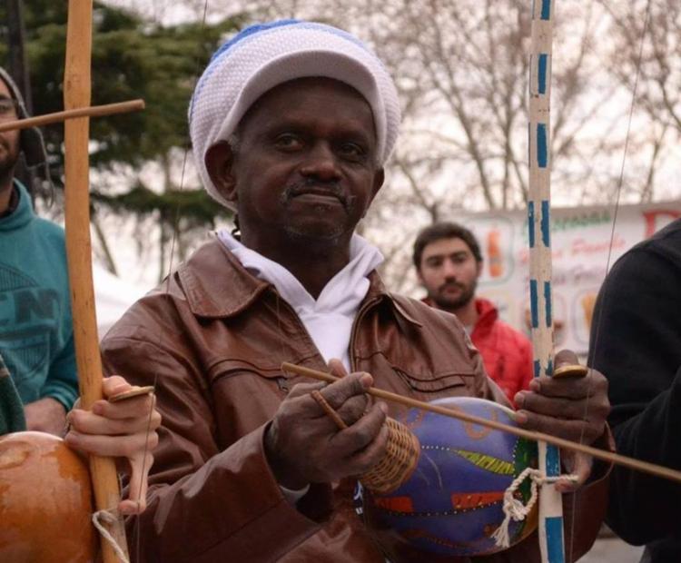 Mestre Moa do Kantendê é morto a facadas após discussão política em Salvador