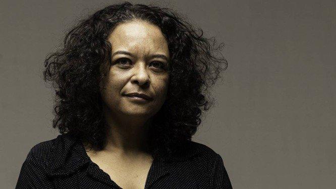 Ana Maria Gonçalves aponta necessidade de se debruçar, com mais força, sobre o passado histórico do país, em debate na Central do Brasil