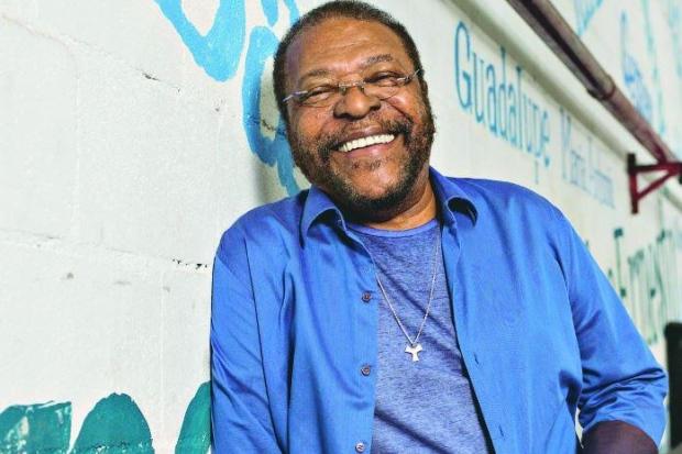 Martinho da Vila traz temas como política e racismo em 'Bandeira da fé'
