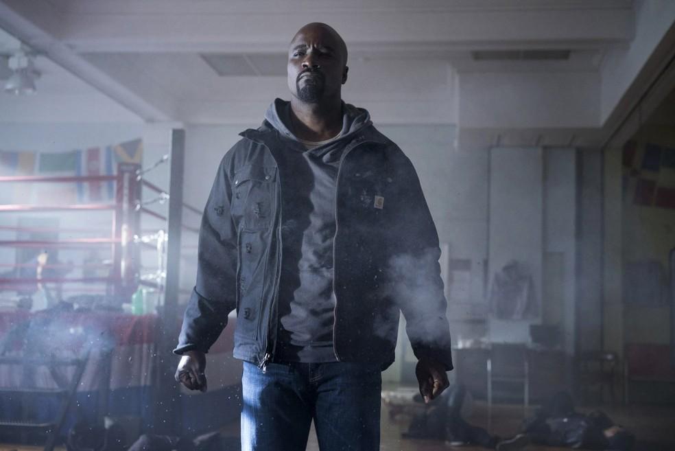 Mike Colter interpreta Luke Cage na série — Foto: Divulgação