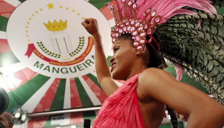 Mangueira anuncia samba-enredo em homenagem à Marielle e mulheres que lutaram por direitos