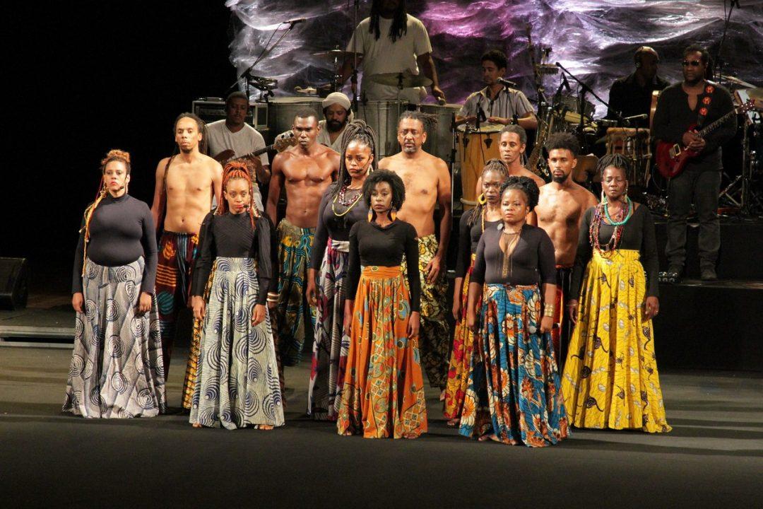 'Novembro Negro' tem espetáculo com Bando de Teatro Olodum no Teatro Castro Alves, em Salvador