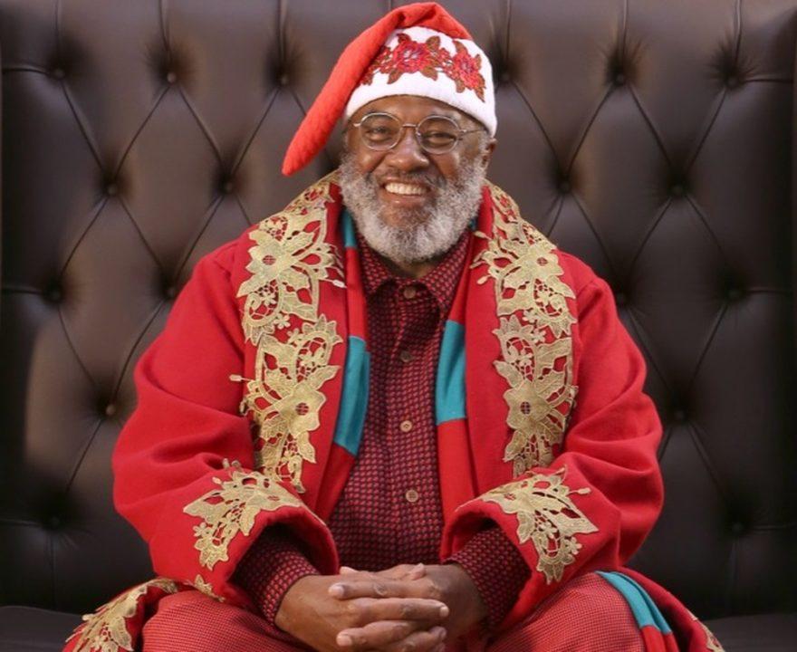 Papai Noel negro comemora sucesso em shopping em São José: 'feliz demais'