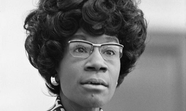A homenageada nasceu em 1924 em Nova York e, em 1968, foi eleita pelo 12º distrito da cidade como deputada, cargo que exerceu até 1983 / Wikicommons