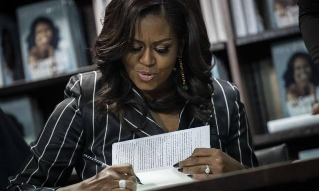 Livro de Michelle Obama quebra recorde de vendas em 15 dias