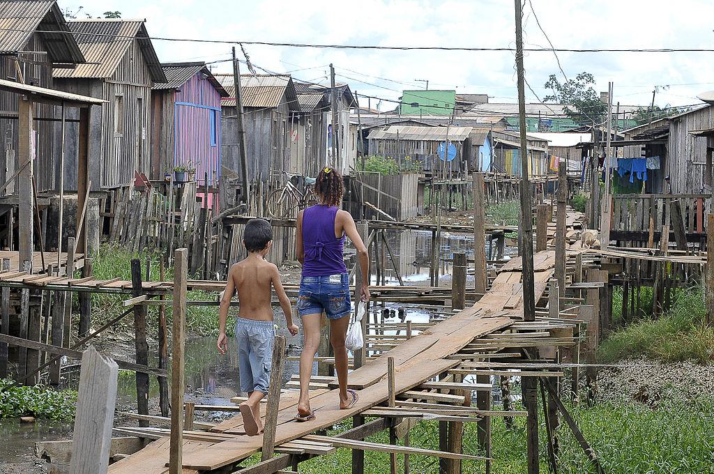 Mulheres negras são mais afetadas pela falta de saneamento básico no Brasil, diz estudo