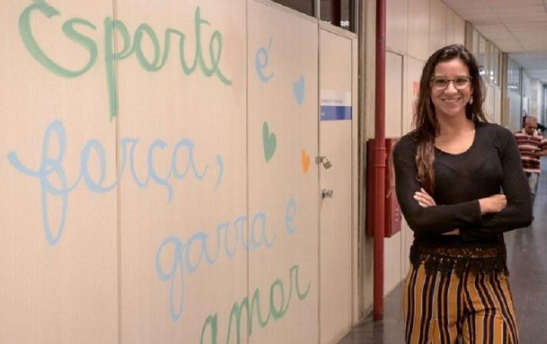 Hoje, Joanna trabalha em Recife, na Secretaria de Turismo, Esportes e Lazer (Foto: DANIEL TAVARES/PCR)
