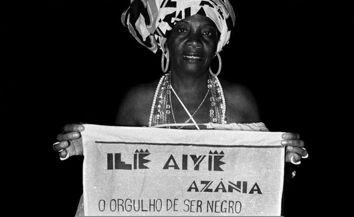 -Foliã-bloco-Afro-Ilê-Aiyê-tema-Azania.-Foto-Lázaro-Roberto.-Ano-1992