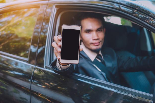 Passageiros e motoristas relatam casos de racismo em aplicativos de transporte