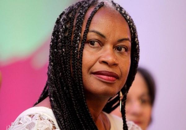 'Ela deveria colocar negras na capa da Vogue', diz Olívia Santana sobre polêmica